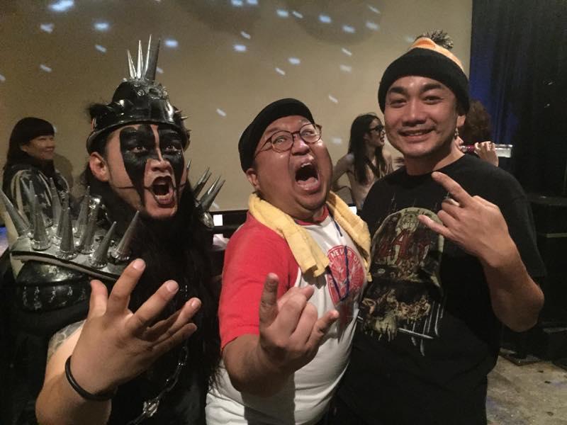 左からHELL DUMPサタン鈴木氏、LOUD STORM マッツ氏、著者